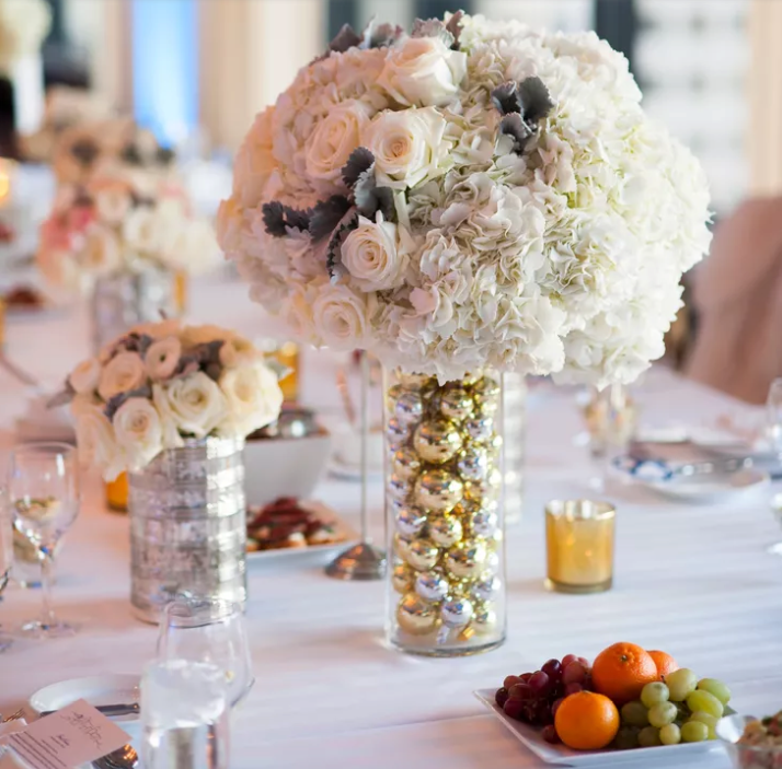 10 Winter Wedding Centerpieces That Embrace The Cold Season